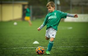Benefícios de incentivar os seus filhos a fazer esportes
