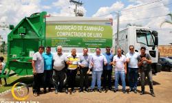 Entrega do  Caminhão Compactador de Lixo de Corumbaíba