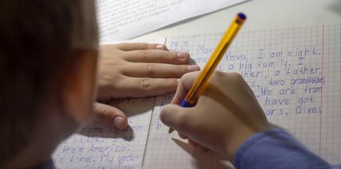 Ensino bilíngue estimula o desenvolvimento infantil e pode aumentar as chances de sucesso profissional