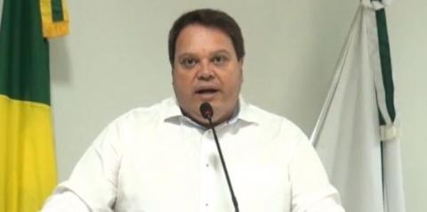 Prefeito Wisner Araújo participa de reunião em Câmara de Vereadores e faz esclarecimentos