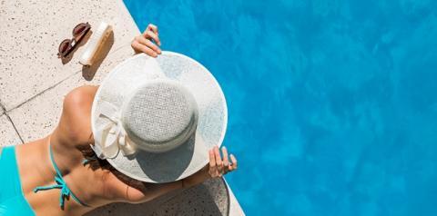 Sol e pele hidratada em harmonia no verão