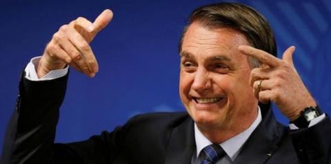 Bolsonaro diz que 'não dá bola' por Brasil estar atrás em vacinação contra a Covid-19