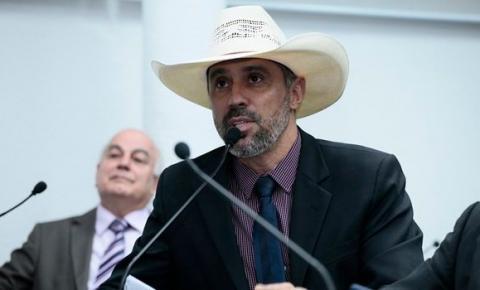 Uso de chapéu na Alego é aprovado por maioria de deputados em votação