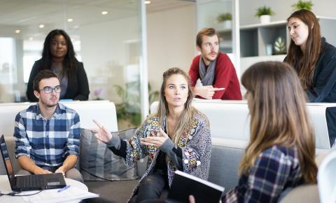 Apesar do desemprego empresas de tecnologia estão contratando, mas têm que investir em qualificação