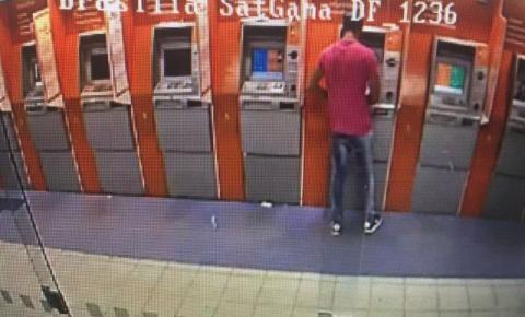 """Preso homem que """"pescava"""" envelopes em caixa eletrônico, em Goiás e no DF"""