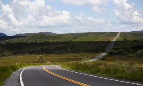 Governo assina concessão de duas rodovias federais entre GO e MG