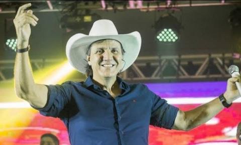 Cantor sertanejo Juliano Cezar morre após sofrer parada cardíaca em show