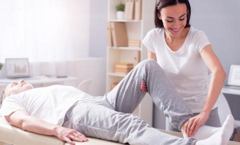 Fisioterapia e reabilitação domiciliar facilitam a rotina dos pacientes