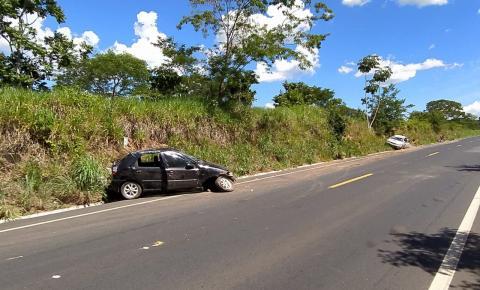 Acidente deixa duas mulheres feridas, próximo a Marzagão.