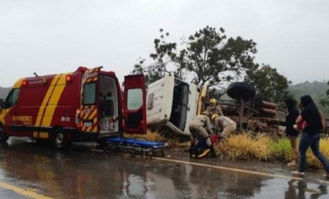 Caminhão tanque carregado de leite tomba entre Catalão e Ipameri