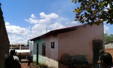 Casa pega fogo na cidade de Corumbaíba