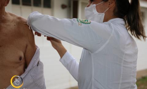 Vacinação contra gripe na cidade de Corumbaíba