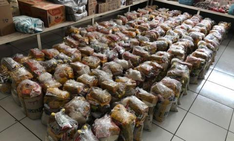 Prefeito Wísner Araújo entrega cestas básicas