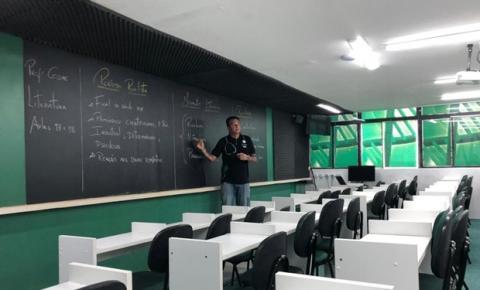 Curso pré-vestibular lança programa com aulas gratuitas para o Enem