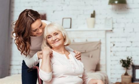 Seguro protege idosos em casos de acidentes domésticos