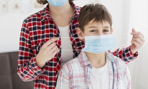Cinco motivos pelos quais resistir ao uso da máscara médica/cirúrgica no dia a dia é um grave erro