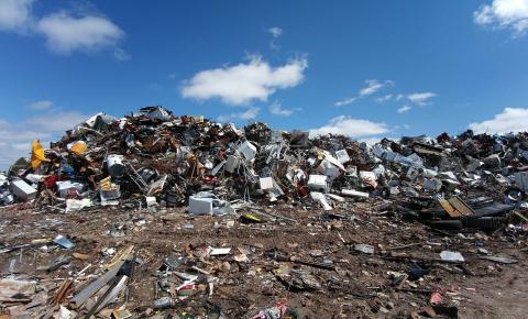 Brasil perde 2,4 bi por ano  com a falta de tratamento do seu lixo urbano