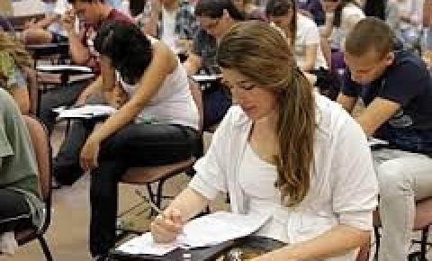 Brasileiros das classes C e D  concluintes de curso superior aumenta