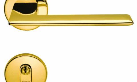 Maçanetas em latão com acabamento em dourado da IMAB para uso interno e externo