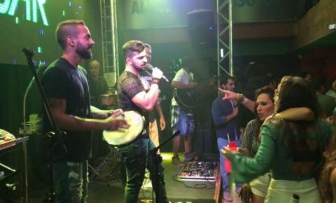 O Sertanejo Thiago Mastra fez Participação Especial no show da ''Banda Pra Casar'', no Terraço Zen, em Salvador.