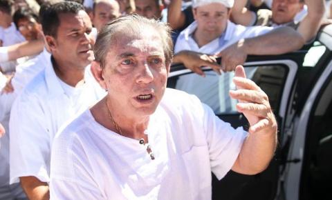 Após prestar depoimento, João de Deus deixa o MP em Goiânia
