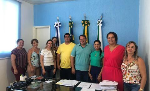 Prefeito de Corumbaíba  Wisner Araújo  apresenta o novo Secretário de Educação