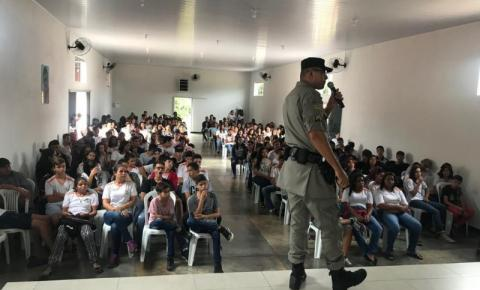Sgt. Brito realiza palestra na cidade de Corumbaíba