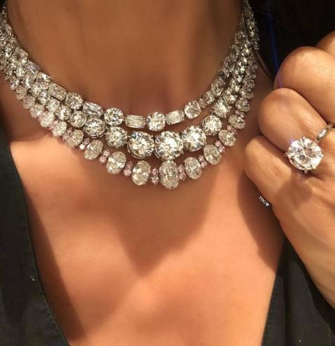 As quatro diferentes cores dos diamantes e como identificar quais os tipos