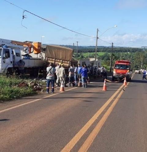 Carreta sem motorista desce desgovernada em rodovia e mata funcionário da ENEL em Pires do Rio